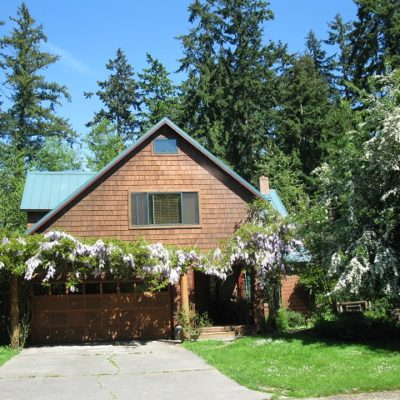 In Town – Great 4 Bed – 2 3/4 Bath Home with Sun Room & Artist Studio