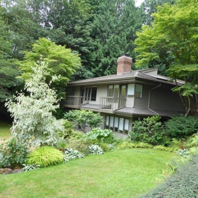Beautiful Stand Alone Townhouse On Eagle Harbor