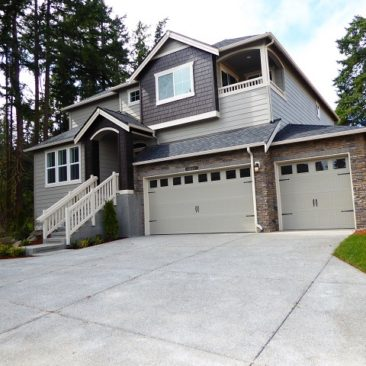 Beautiful Brand New Bainbridge Home On Large Lot